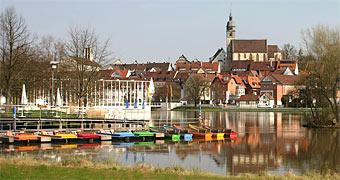 http://www.tourbee.de/baden-wuerttemberg/boeblingen/boeblingen_oberer_see_stadtkirche.jpg